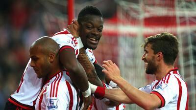 Sunderland golea a Everton para confirmar su permanencia en la Premier