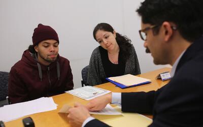 ¿Cómo evitar ser víctima de fraude cuando se busca ayuda legal en casos...