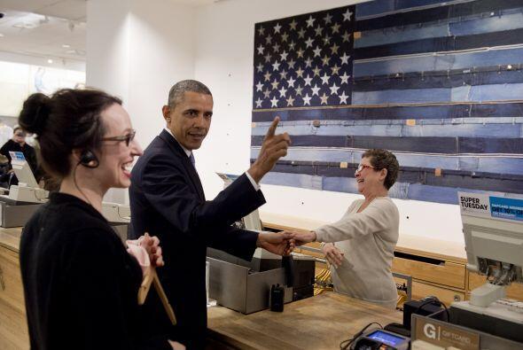 La cajera, Sonia del Gatto, intentó que Obama se hiciera una tarjeta de...