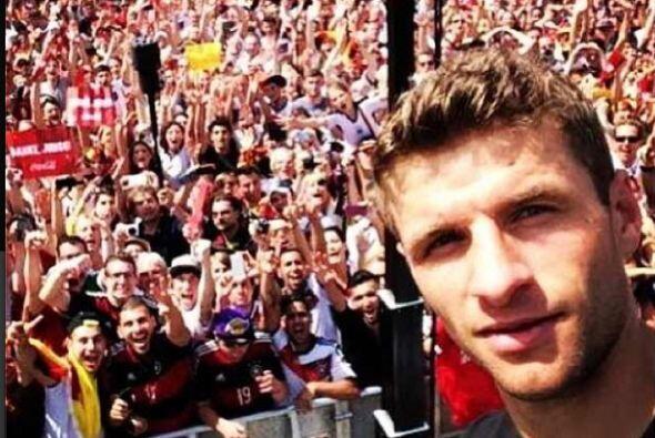 Thomas Müller se tomó una 'selfie' en los festejos de la 'Mannschaft' co...