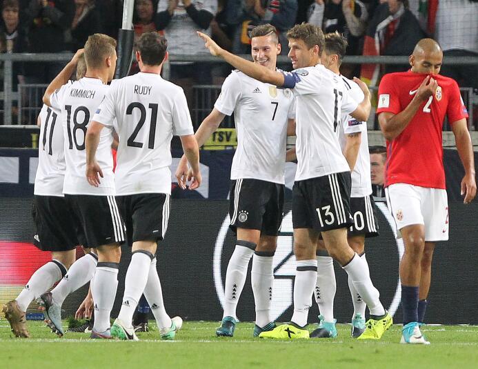 Alemania goleó a Noruega y se puso a un empate de clasificar al Mundial...