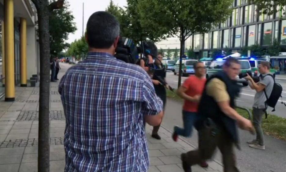 Imágenes de la persecución a los autores del tiroteo en Münich tiroteoal...