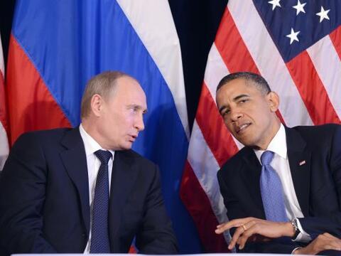 El presidente de EU, Barack Obama, y de Rusia, Vladímir Putin, en...