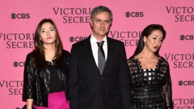 El portugués asistió al evento muy bien acompañado con su esposa e hija.