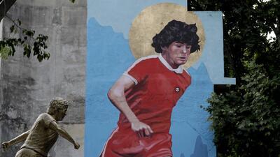 Con motivo de su cumpleaños le brindan un inédito tributo a Diego Maradona en su patria