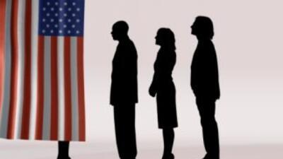 Votantes en las urnas