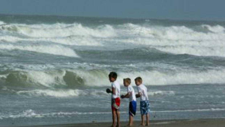 Autoridades advirtieron del peligro de nadar en playas de Florida a caus...