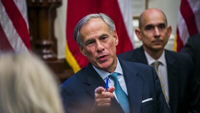 Gobernador de Texas propone armar a los maestros como una medida de seguridad escolar