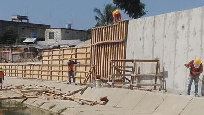 En fotos: así es el muro que Ecuador construye en su frontera con Perú