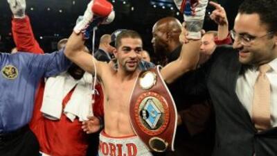Ali renovó con Golden Boy Promotions.