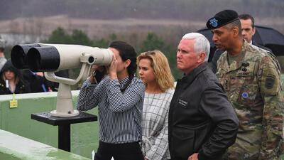 La inesperada visita de Mike Pence a la tensa frontera de Corea del Norte (FOTOS)