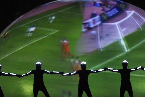Sobre la esfera se proyectaron imágenes de goles y diferentes acciones f...