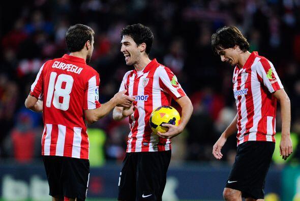 Se escuchó el silbatazo final y el Athletic hacía pesar el estadio Nuevo...