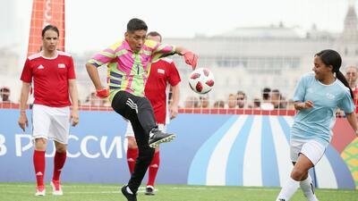 Jorge Campos, entre las leyendas de la FIFA que se lucieron en la Plaza Roja
