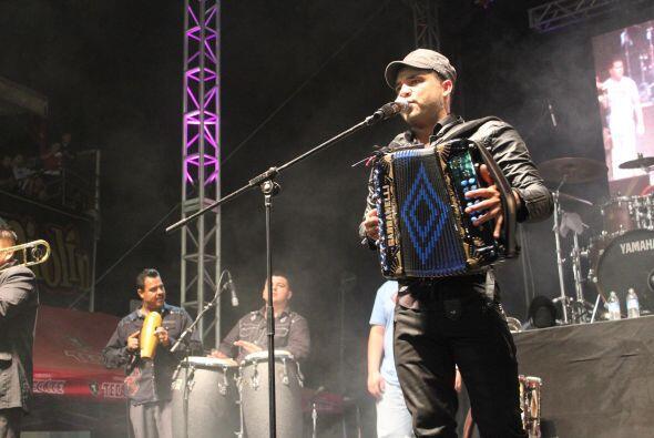 La música forma parte de la fiesta y el acordeón es un instrumento tradi...