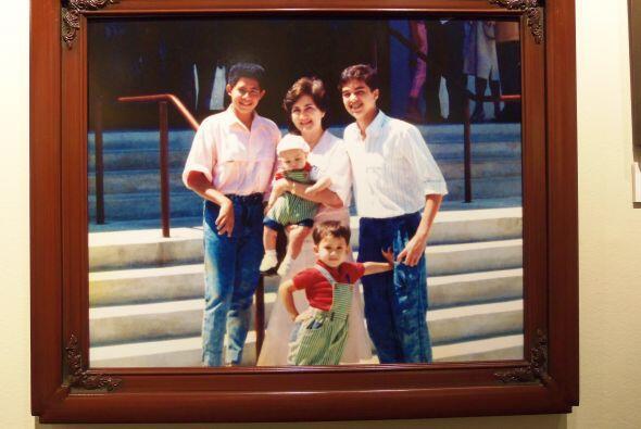 Esta familia posó para una foto sin imaginarse que el flash dispararía e...