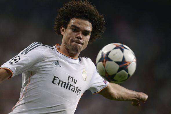 Pepe (9): En la línea del partido de ida, el central portugués volvió a...