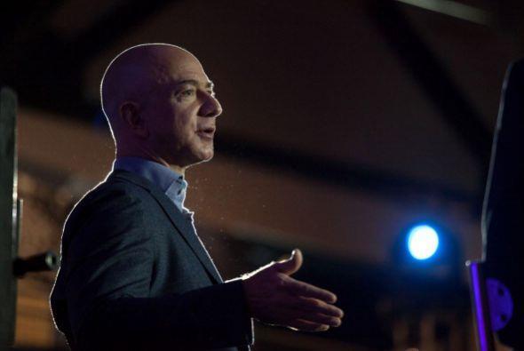 JEFF BEZOS. El hoy en día presidente ejecutivo de Amazon trabajó en McDo...