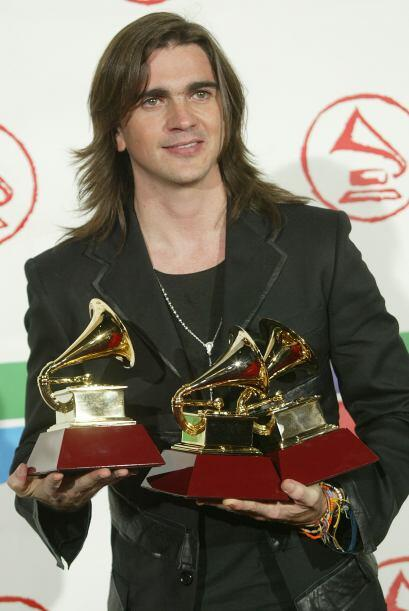 El 2005 fue otro gran año para el cantautor pues arrasó en premios graci...