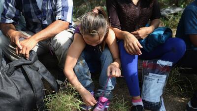 Niños migrantes detenidos en la frontera entre Estados Unidos y México.