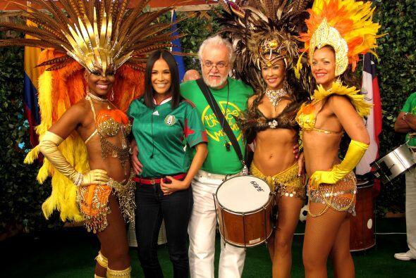 Karla Martínez feliz en este ambiente brasileño.