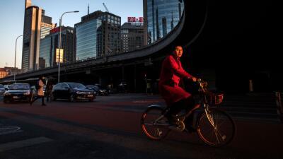 Los sistemas 'dockless' permiten rentar una bici de manera barata y deja...