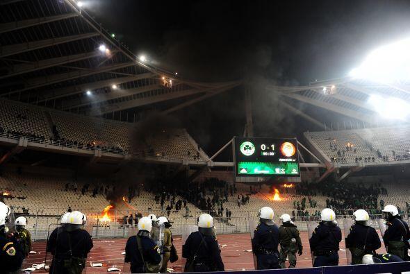 La policía tuvo que ver fuego en Atenas, esta imágenes no...