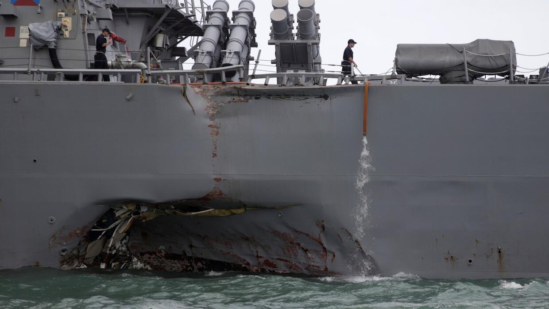 Así quedó el destructor de misiles de EEUU tras chocar contra un buque p...