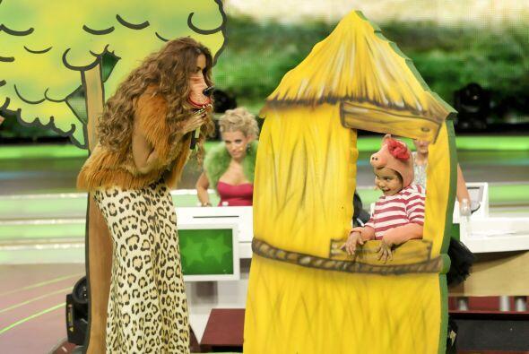 El puerquito más flojo, Fátima, construyó su casa de paja, lo cual no fu...