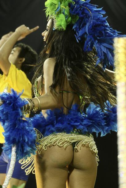Si, es ella, la paraguaya Larissa Riquelme desfilando en el carnaval de...