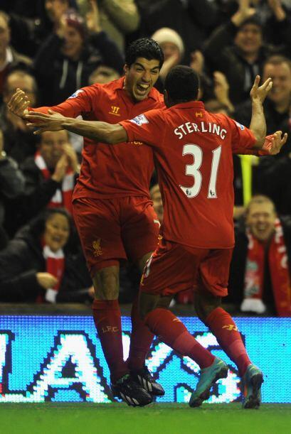 Con una excelente asistencia de Luis Suárez, Raheem Sterling puso el 1-0.