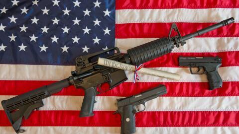 Terroristas de Orlando y San Bernardino nacieron en EEUU, como el AR-15.