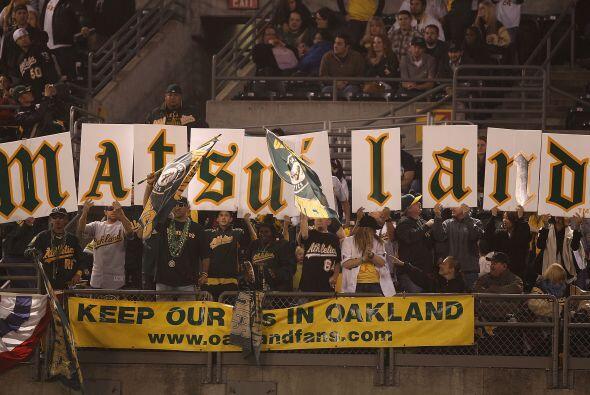 Hideki Matsui fue ovacionado por los aficionados de los Athletics de Oak...