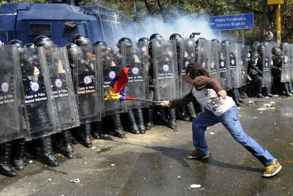 Además un grupo de manifestantes que trancaron vías median...