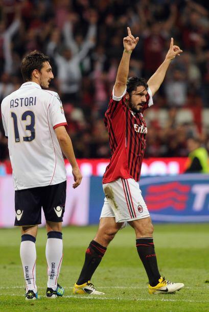 2 minutos más tarde llegó el segundo de la mano del histórico Gattuso. E...