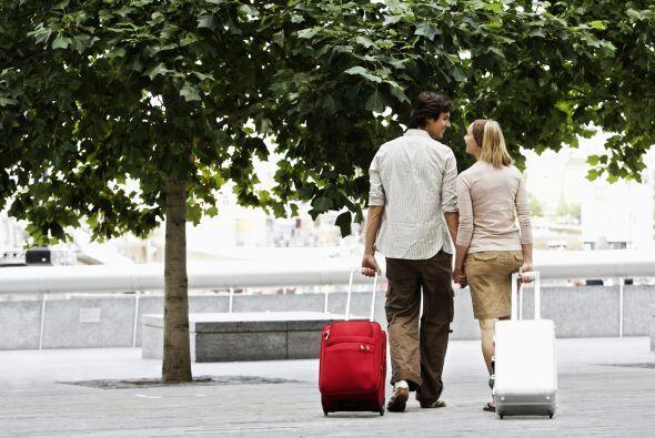 Fin de semana de novios. Hacer una valija y disfrutar juntos un fin de s...