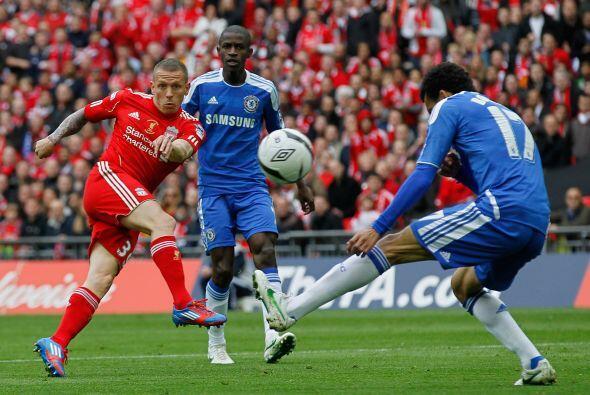 Luego del gol tempranero, Liverpool intentó llegar al empate por remates...