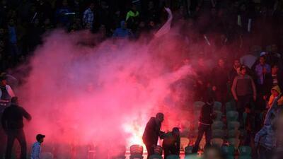 Por disturbios después del juego entre el Al Masry y el Al Ahly donde mu...