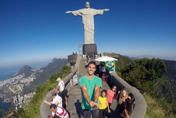 El monumento religioso le dio una cálida selfie.
