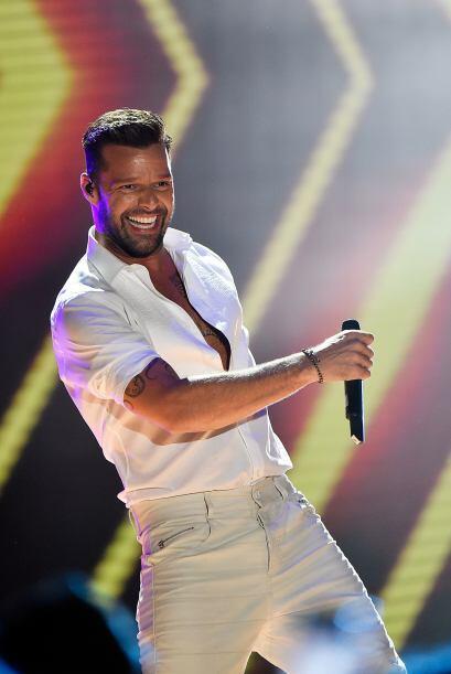 Ni Ricky Martin se salva de tener a un fan súper obsesionado.