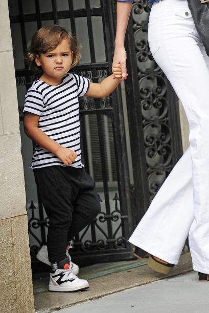 Listo para todas ocasiones siempre está a la moda y pues su mami combina...