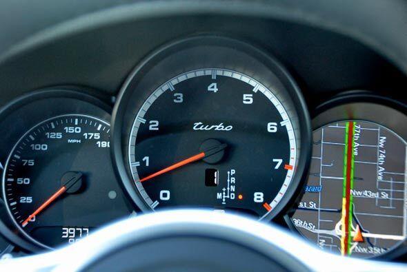 El panel de instrumentos de la nueva Porsche Cayenne tiene opciones para...