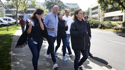 En fotos: Al menos tres heridos y la atacante muerta tras tiroteo en la sede principal de YouTube en California