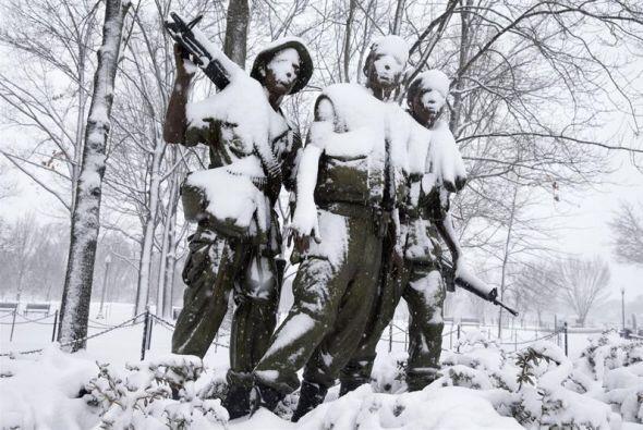 Imagen de la escultura en memoria a los veteranos de guerra de Vietnam e...