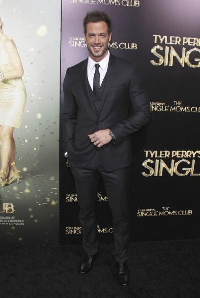 El actor apareció muy elegante a su llegada a la película.