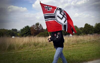 Un miembro del Partido Nazi en el Parque Nacional Valley Forge, el 25 de...