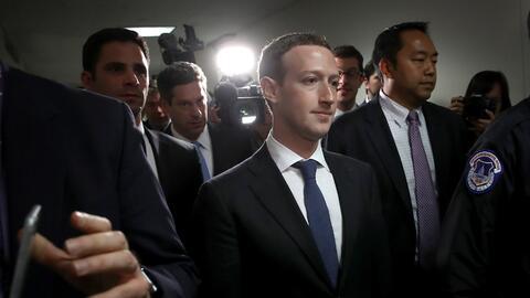 El CEO de Facebook Mark Zuckerberg hizo una ronda de visitas a varios co...