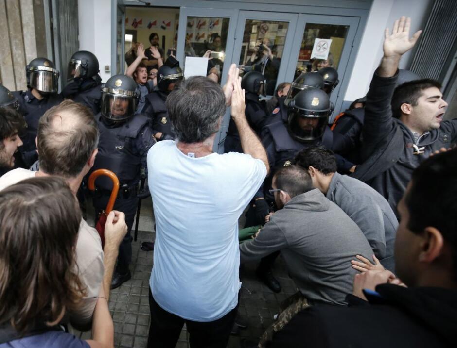 Cataluña agrega presión a España con una huelga por la arremetida polici...