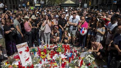 """En fotos: Barcelona llora tras el ataque terrorista y grita """"no tengo miedo"""""""