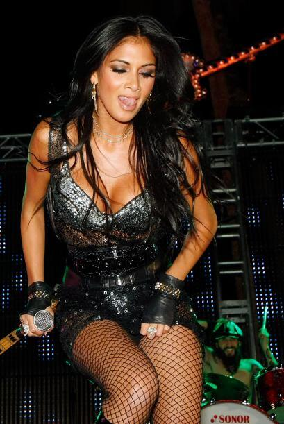 En el escenario, Nicole es toda una 'bomba sexi'.